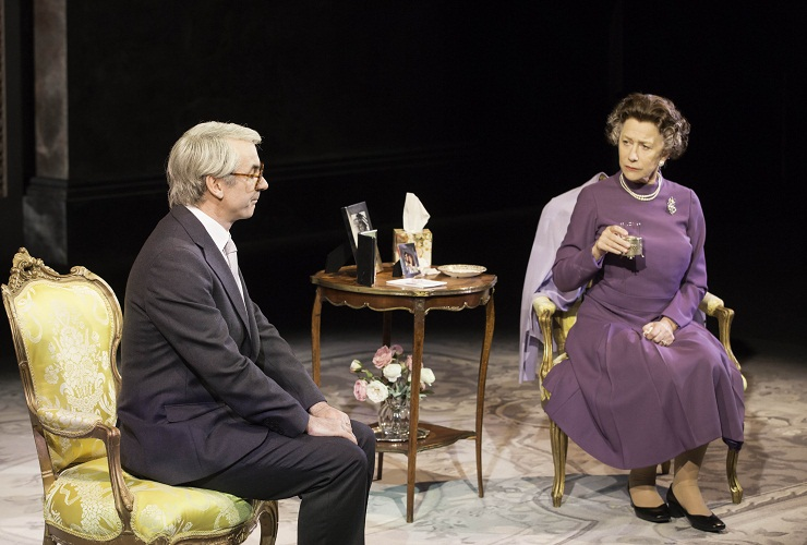 John Major (Paul Ritter) and Queen Elizabeth II (Helen Mirren)