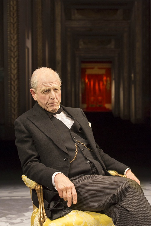 Winston Churchill (Edward Fox)