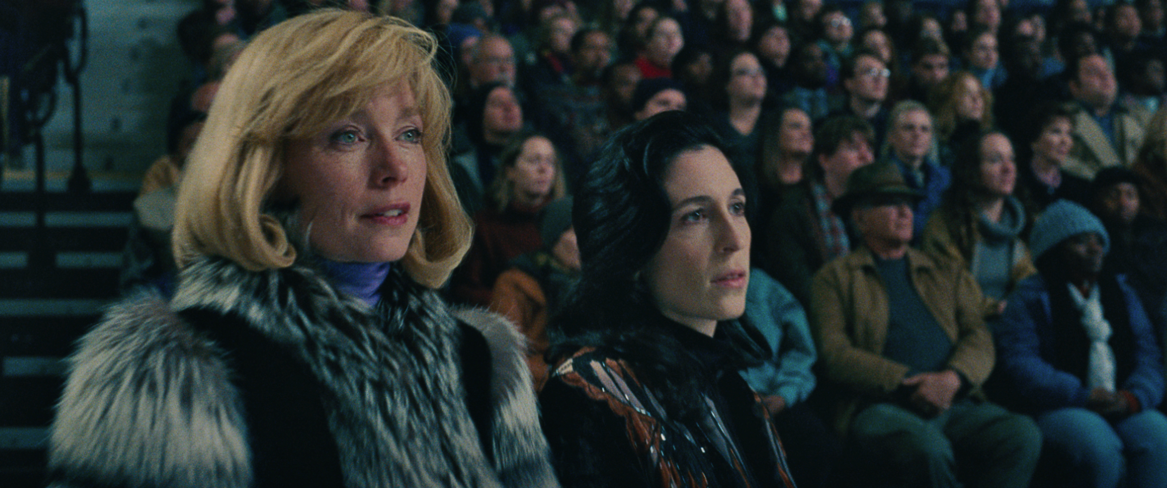 5- Coach Diane Rawlinson (Julianne Nicholson) watches the ice in I, TONYA, courtesy of NEON and 30WEST